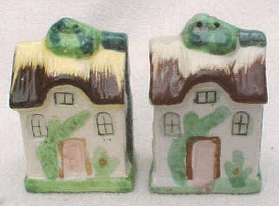 Tiny Cottage Figural Salt & Pepper Shakers - Vintage Japan- Hand painted pottery - Cottageware