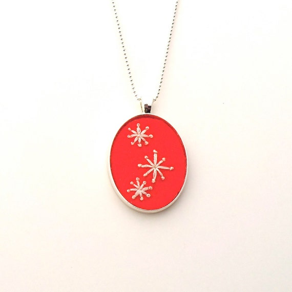 Mod Stars hand embroidered pendant in red-orange
