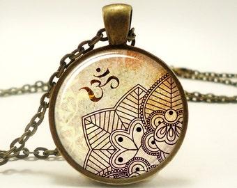 Om Necklace, Henna Design Yoga Jewelry, Om Charm, Bronze (0451B1IN)