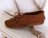 Women's Size 8 Minnetonka Moccasin Fringe Mid Boot Shoe
