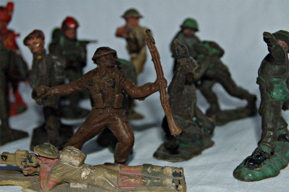 18 Vintage English childrens plastic toy soliders