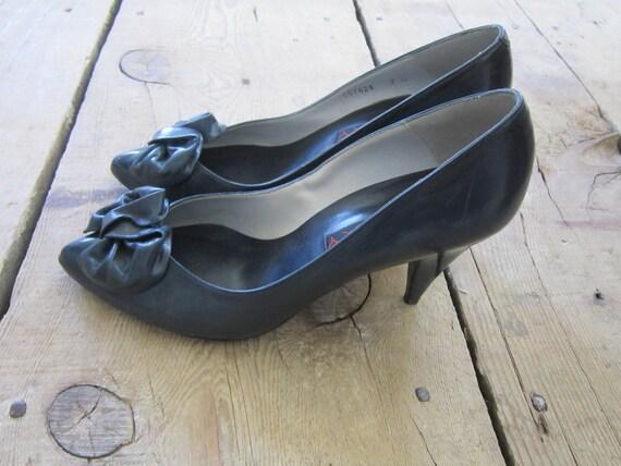 Vintage Navy Blue Proxy Heels w/Bow