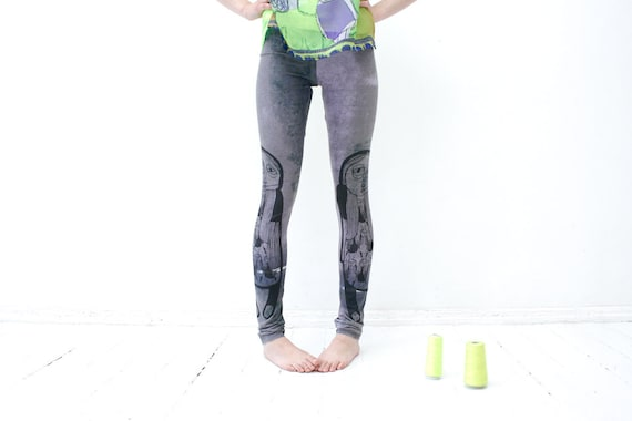 Parallel synchronized- pastel lilac and dark green leggings with black print