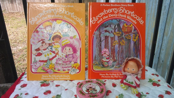 Vintage Strawberry Shortcake -FREE SHIPPING- Book, doll and tin set 1980s