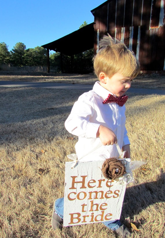 Vintage Here Comes the Bride Sign