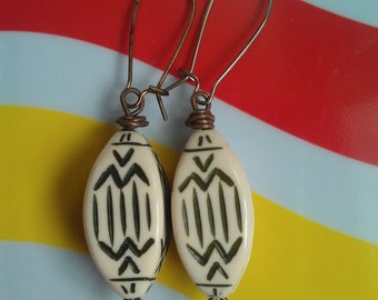 Vintage Lucite Beaded Earrings with Abstract Writing on Brass Kidney Earwires