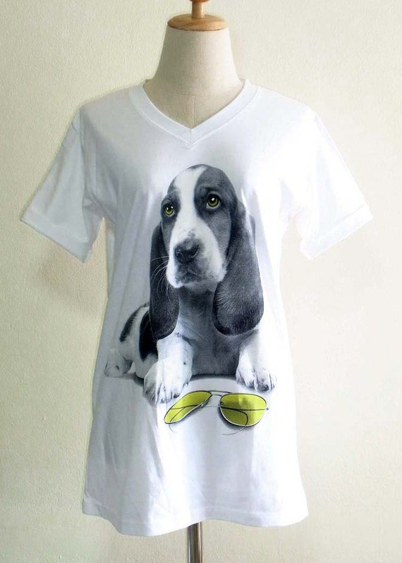 Dog Basset Hound Sun Glasses Yellow Eyes Animal Style V-Neck Unisex T-shirt White T-Shirt Screen Print Size M