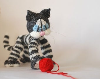 Playful Blue eyes Tabby cat ( a wire skeleton inside) - PDF knitting pattern (knitted in the round). Cute gift for kids knit pattern.