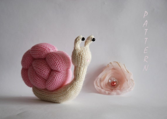 Romantic Pink Snail - knitting pattern (knitted round)