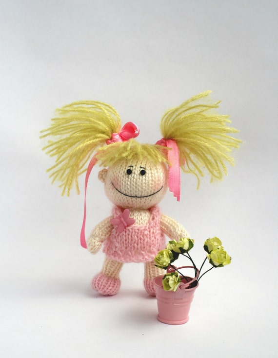 Small funny gardener Doll in the pink dress - pdf knitting pattern