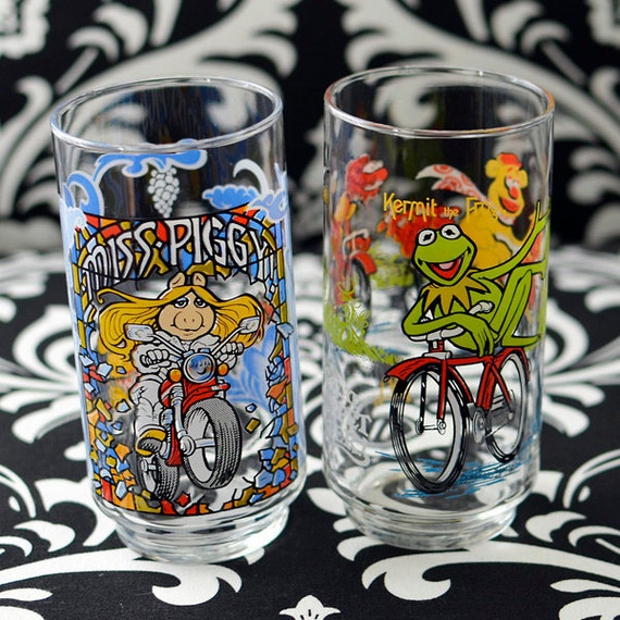 Kermit & Miss Piggy Glass Tumbler Set - The Great Muppet Caper Collectible from McDonald's by Jim Henson Associates 1981, SET OF 2