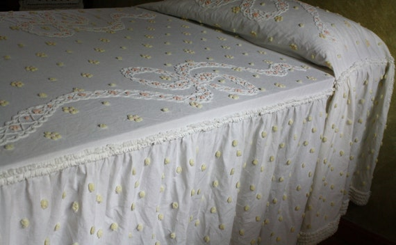 SUMMER SALE...Ret-Rac Vintage Chenille Bedspread...Twin Size..Ivory/Yellow
