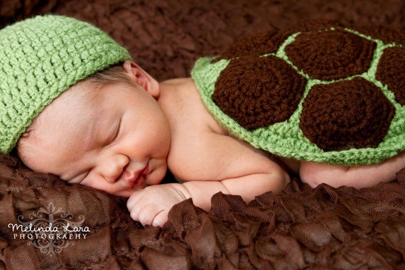 crochet photo prop 'Turtle' hat and shell cape set- size newborn or 0-3month