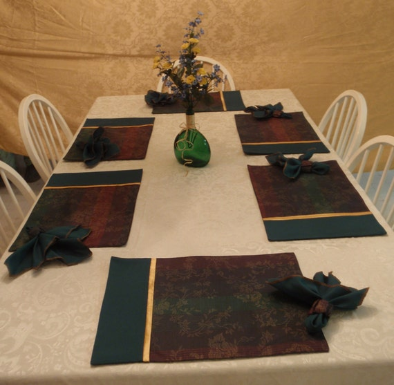 Green and Gold Place Mat with Napkins and Napkin Rings (Set of 6)