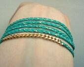 Bracelet fin tressé vert d'eau et chaînette extra fine