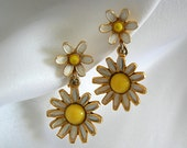 Sweet and Cheerful Yellow and White Enameled Daisy Goldtone Clip On Earrings - Signed WEISS - Vintage 1940-1971