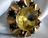 Champagne & Faux Peridot Toned Stones Pin Brooch Pendant in Gold Tone Setting Signed AVON - Vintage