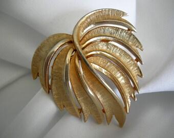 Classic Goldtone Leaf Form Brooch Pin - Unsigned - Vintage