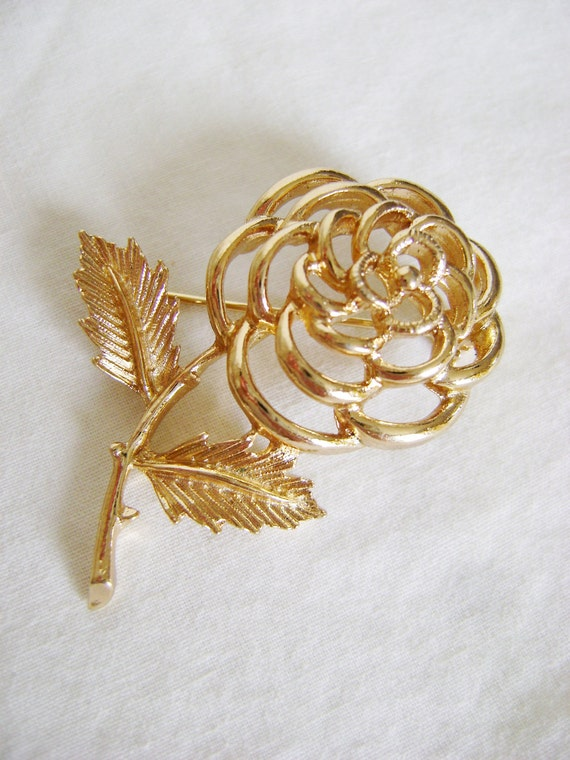 Vintage Sarah Coventry Rose Brooch - 1970s Gold Tone Canada Flower