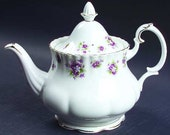 Royal Albert - Sweet Violets Tea Pot
