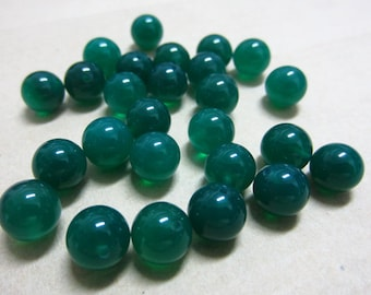 8mm Green Agate Round Beads Half Drilled