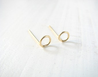 Circle stud earrings, gold post earrings, small post earrings, Gold stud earrings, 14k gold filled earrings, everyday earrings