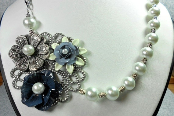 Flower Trio in Blues - Necklace