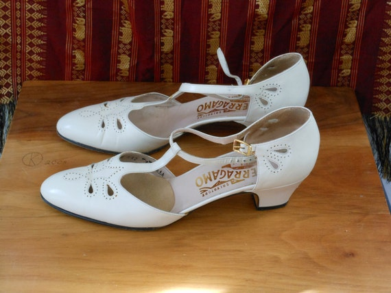 Vintage Salvatore Ferragamo White Leather T-Strap Mary Jane Heels Size 7 AAAA