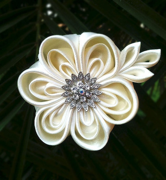 Ivory Beige Bridal Kanzashi Flower Hairclip