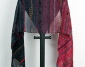 Hand woven scarf in Red to Black (0012)