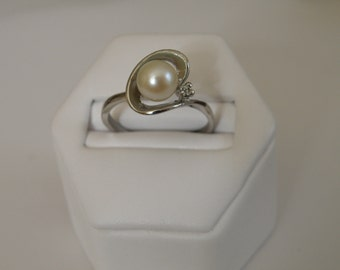 Sterling Silver Pearl Ring - Size 9 U.S.