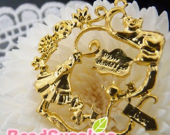 CH-ME-12008,  Nickel Free, gold plated, Alice in Wonderland Wreath Charm, 2 pc