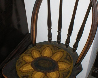 PrimiTive Folkart HooKed Sunflower Rug  We ship international