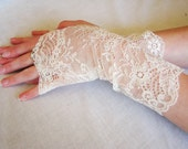 CUSTOM Lace Fingerless Gloves for Wedding Party, Six Pairs in Ivory and Black bridal lace, FOR LAURA Bridesmaids, Bride and Flower girl