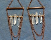 Sorceress earrings with raw quartz and copper details