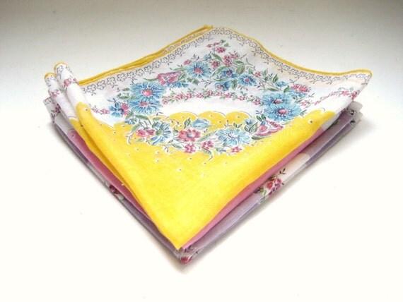 Vintage Cloth Napkins - Set of 3 - Pretty Floral Kitchenware - Hostess Gift
