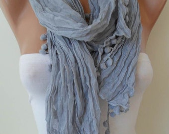 Trendy - Gray Cotton Scarf with Pompom Trim