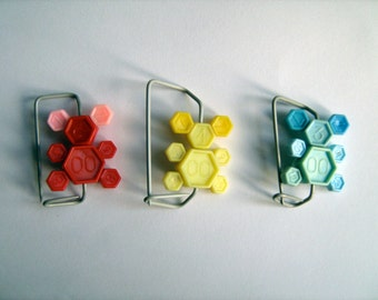 Teddy Brooch made from vintage knitting needles