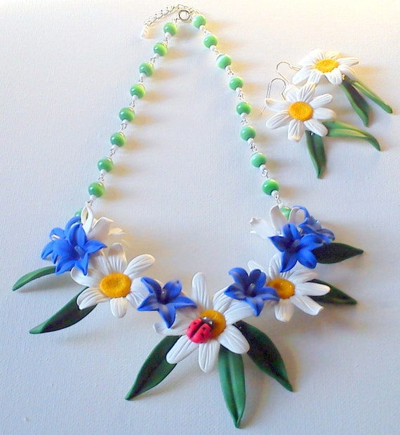 Daisy jewellery set earrings and necklace from polymer clay