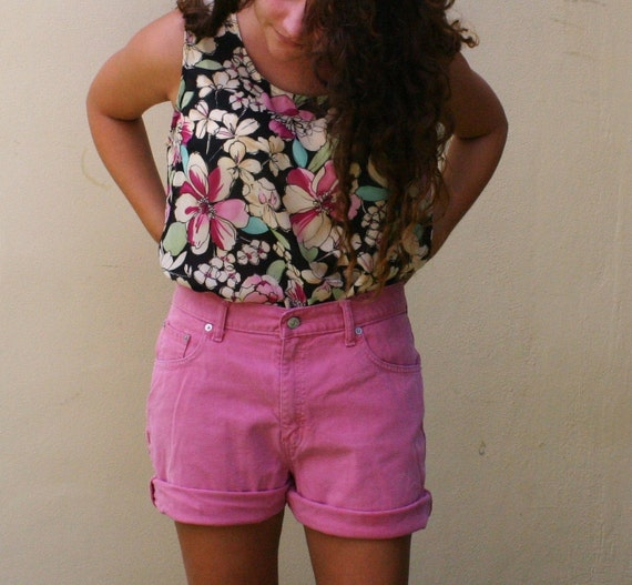Vintage Pink Levi's High waisted Shorts size 10