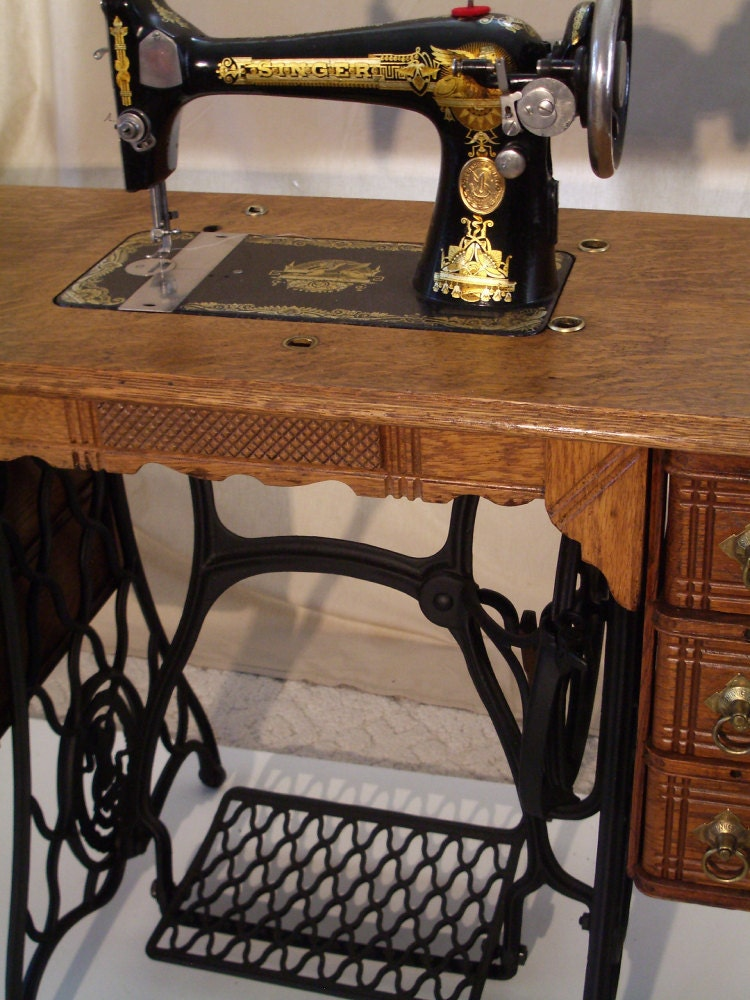 Singer Treadle Sewing Machine Sphinx 1923