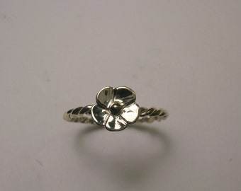 14 KT Yellow Gold Flower Ring