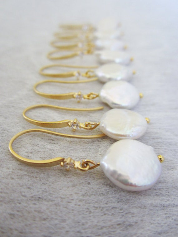 Set of 4 Bridesmaids Coin Pear earrings, Bridesmaid earrings, wedding earring, Gold Pearl earrings.