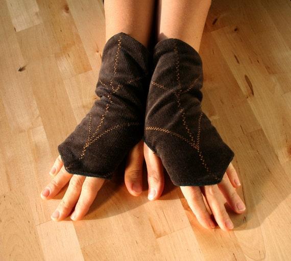 Brown Faerie Elven Fingerless Gloves Wrists Warmers Leaf Shaped