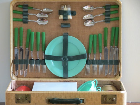 Vintage Picnic Set, Service for Six, Bakelite Handle Silverware, Hemcoware Dishes, Picnic Decor, Camping, Summer