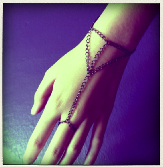 LAST Gunmetal-Plated Metal 3 Triangle Web Chain Bracelet Ring Connector Hand Piece Harness