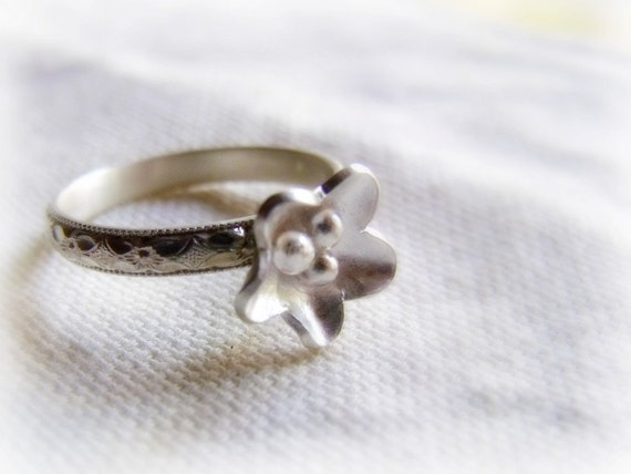 Petite Fleur Ring - Simple Silver Flower Stacking Band - Floral Pattern - Size 7 Seven - Ready to Ship