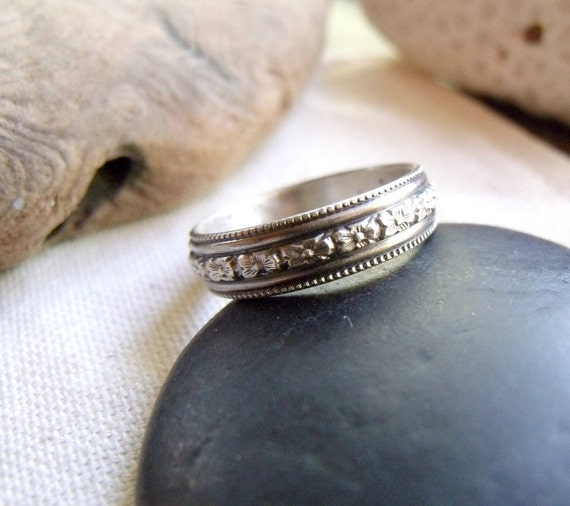 Floral Ring Wedding Band - Sterling Silver Flower Design - Milgrain Pattern - Oxidized Finish - Made to Order Any Size