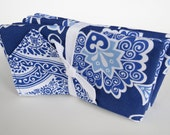 Reversible cotton cloth napkins - Set of four - Modern and victorian floral design - Royal blue and white