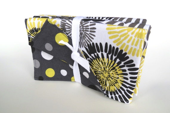 Spunky summer cloth napkins - Fireworks and polka dots in modern black and white, yellow and gray - Set of 4 - Heavy quality feel - 40% off